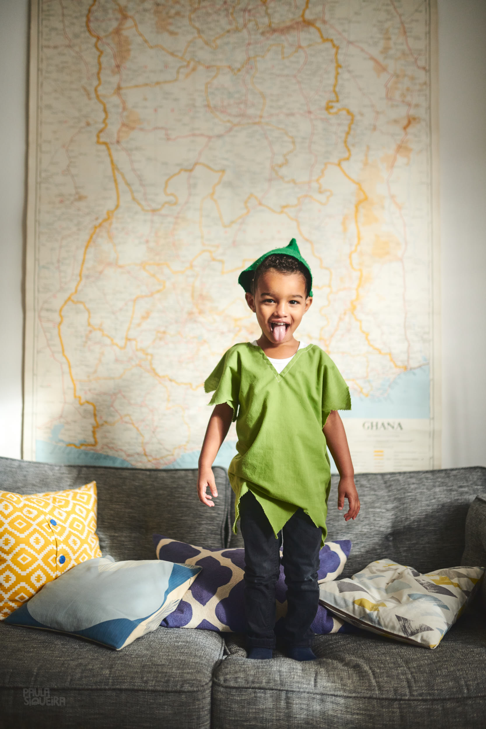 Peter Pan in front of Ghana map